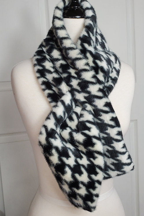 Black/white Hounds-tooth Faux Fur Tuck-In scarf