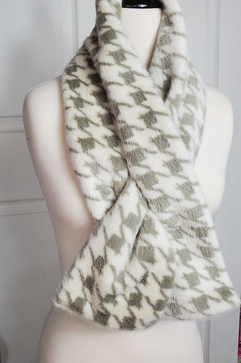 Light gray/white Hounds-tooth Faux Fur Tuck-In scarf