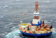 Breakaway Oil Rig, Filled With Fuel, Runs Aground