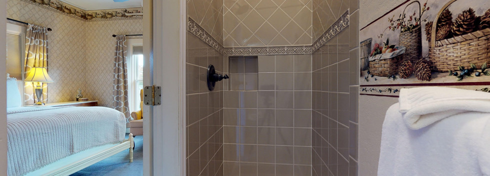 Very Berry Bathroom Shower