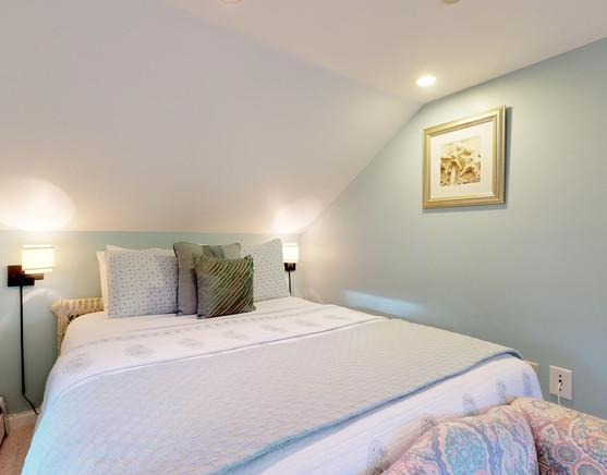Cadillac Queen Suite - bed nook