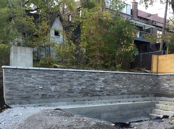 Muret de pierre extérieure