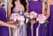 row-bridesmaids-bride-violet-dresses-bou