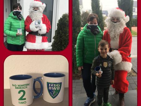 Weihnachtsgeschenk zaubert den jungen Handballern ein Lächeln ins Gesicht