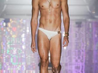 Emilios Marku walking for Dolce&Gabbana! <3 Spring/Summer 2022!
