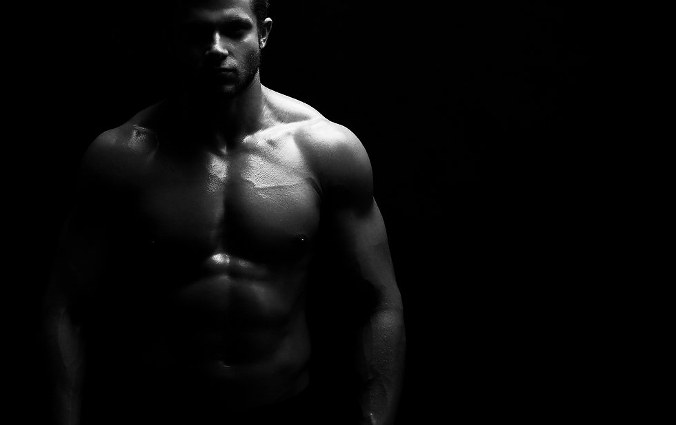 young-muscular-fit-sportsman-posing-shirtless-on-b-G99ESCV.jpg