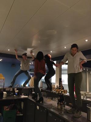 Danser sur le bar.jpg
