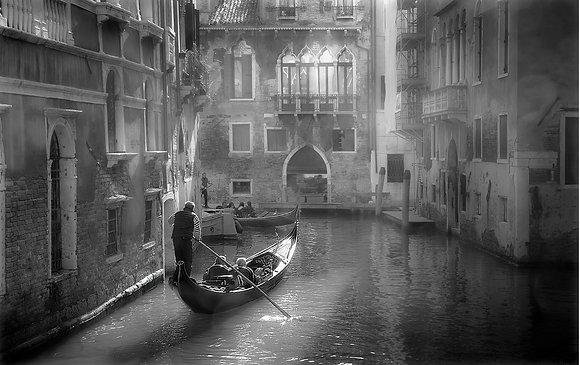 la gondole dans le canal