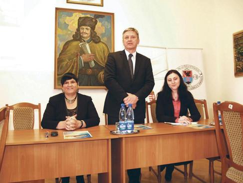 Havi 100 ezer forintos támogatás a szórványban magyarul tanító pedagógusoknak