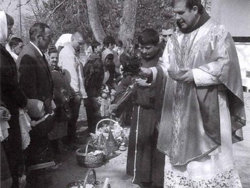 Húsvét Nevetlenfaluban