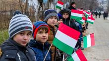 Újabb támogatás magyar iskoláinknak