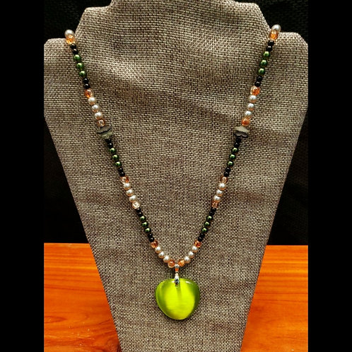 UNIQUE BEADS: Glass Pearl And Green Pendant Necklace
