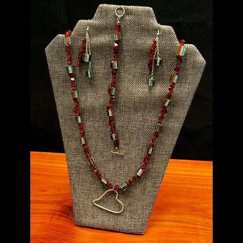 UNIQUE BEADS: Cane Glass and Maroon Glass Set With Heart Pendant Necklace