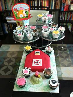 Barnyard Cake and Cupcakes.png