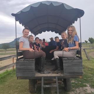 Buszozás a tanyán