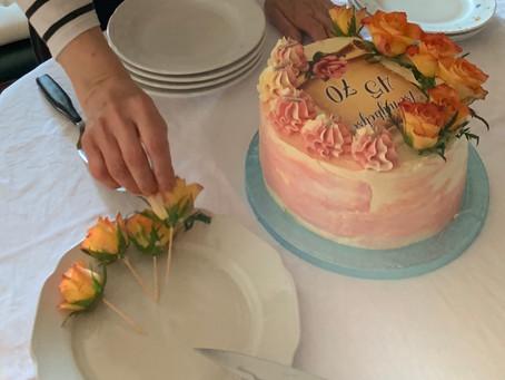 rezano cvetje v dekoraciji tort