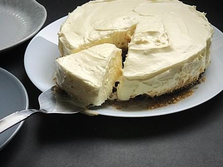 MLEČNA TORTA Z BELO ČOKOLADO BREZ PEČENJA