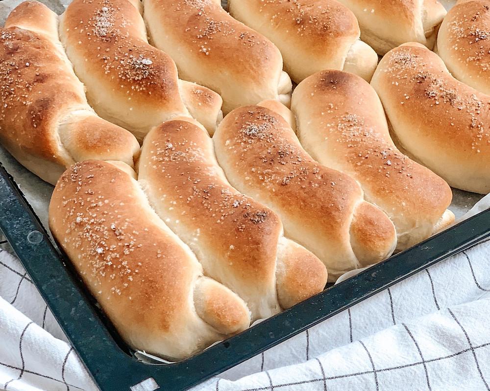 pekovske kifle, kifeljci, mlečni kifeljci, pecivo iz pekarne, peka s kvasom, helenine čarovnije, kruh, malica, slano pecivo,