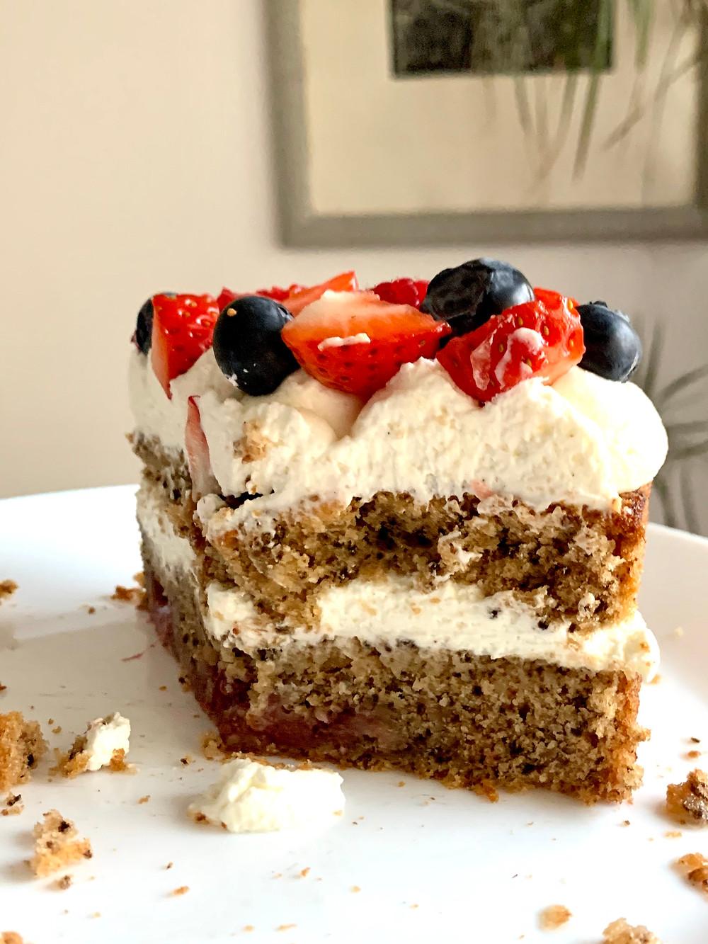 torta, materinski dan, rojstni dan, torta za rojstni dan, najboljša torta, biskvit za torto, sadna torta, helenine čarovnije, praznični meni