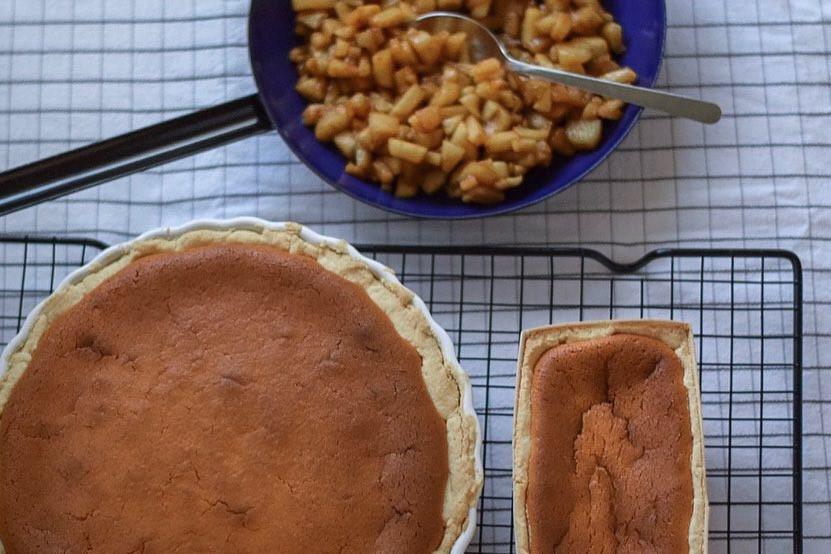 new york cheesecake, apple cheesecake, big apple cheesecake, hashimoto, glutenfree, gluten free, brown, close up, crust, helenine čarovnije