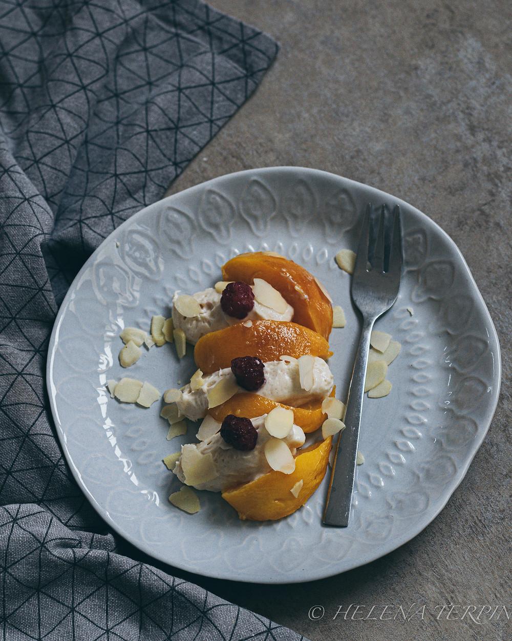 Peach Melba, melba, peaches, helenine carovnije, sladica, lahka sladica, dessert, fresh dessert, jesenska sladica, sladice v kozarčkih