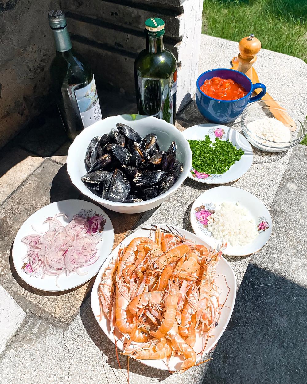buzara, dagnje na buzaro, škampi na buzaro, helenine čarovnije, buzara na rdeče, buzara na belo, kosilo, morska hrana, delicije, dalmatinska kuhinja, dagnja