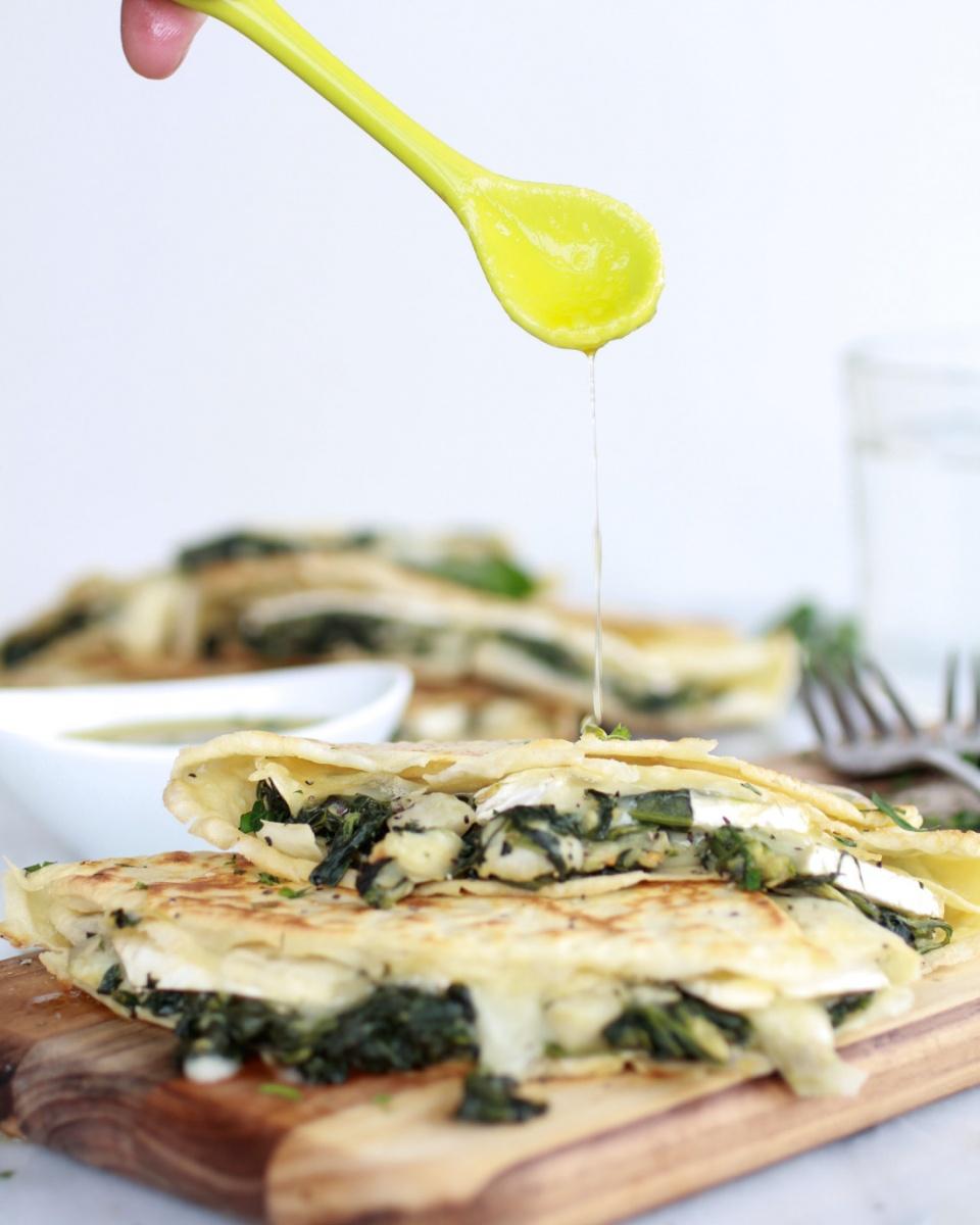 HoneyKist w/ Spinach Artichoke Brie