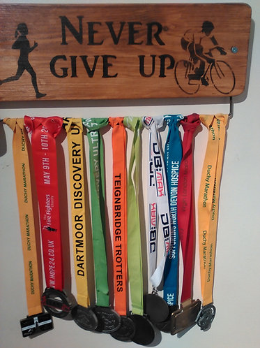 Never Give Up Oak Cycle Medal 70cm