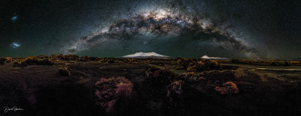 Milkyway arching over the mountains