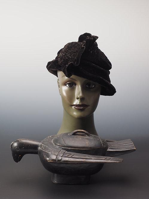 Chapeau velours noir à crête