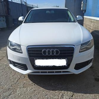 Audi A4.