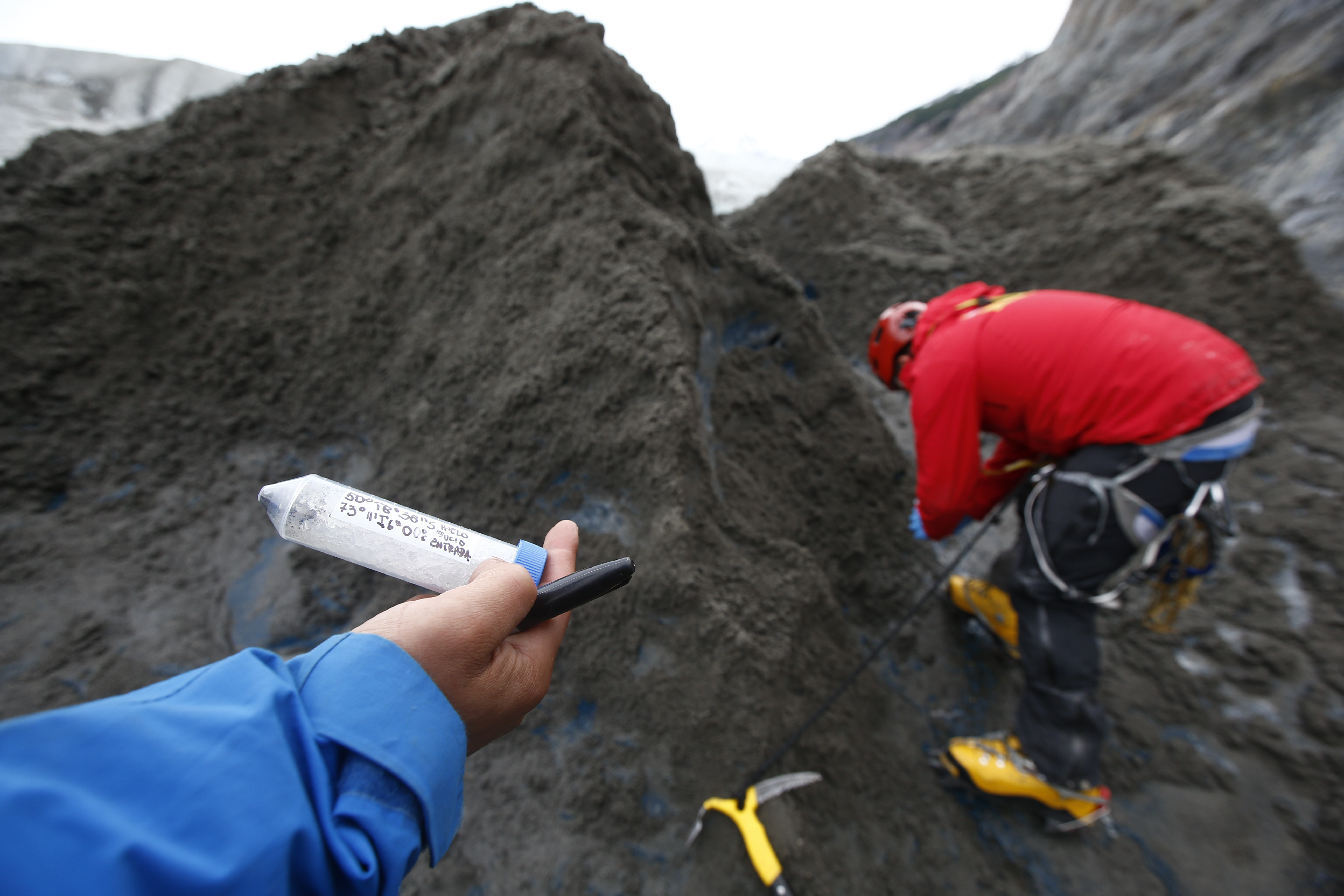 Obtención de muestras en Glaciar Gre