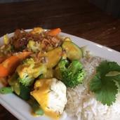 Gadogado vegano verduras con salsa de cacahuetes