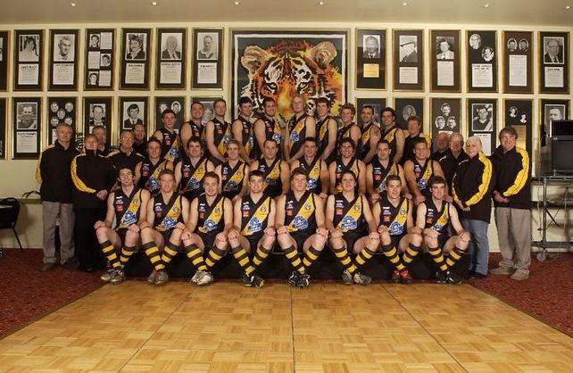 2005-Semi-Final-Team-768x500.jpg