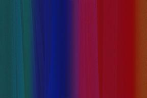 Un rideaux en dégradé de couleurs qui va du vert canard au marron en passant par le bleu roi le magenta et le rouge. Une texture de bruit photographique est appliqué.