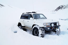 IceAk Super Jeep in trouble