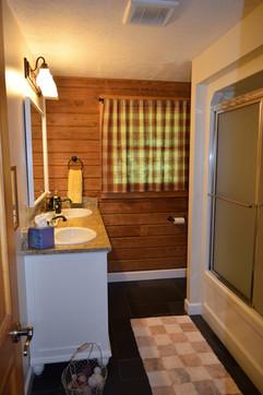 Creekside Paradise Bathroom.JPG
