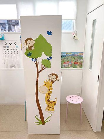 大阪府大阪市にある小児科のほがらかクリニック様がステッカーで可愛くカスタマイズしてご利用いただいております。