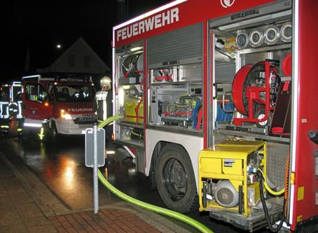 Freiwillige Feuerwehr übt den Ernstfall in unserem Freibad