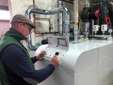 Spannender Moment: Beckenwasserheizung geht in Betrieb