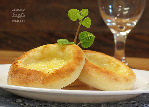 Mini esfihas de queijo mussarela abertas (12 unds.)