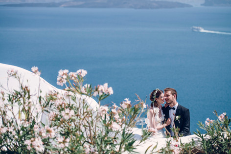 Wedding and prewedding in Santorini in front of the eagean sea by David Brenot