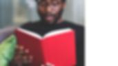 Homem negro estudando gramática