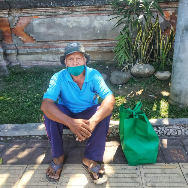 Mr Dewa, 74 yo, a parking guy at Tabanan Market