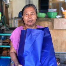 a mother who help us connect with elderlies in her neigborhood