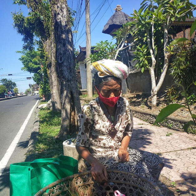 Ibu Kadek, 70 yo, vegetables street vendor in Tabanan