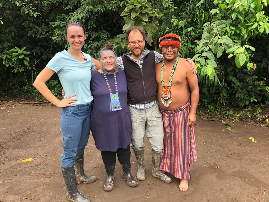 Group leaders Sandra Morse and Julián Larrea with Sophie Morse and Jose Peas of Sharamentsa.