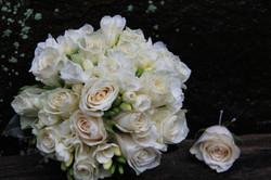 Elegant posy of roses and fressia
