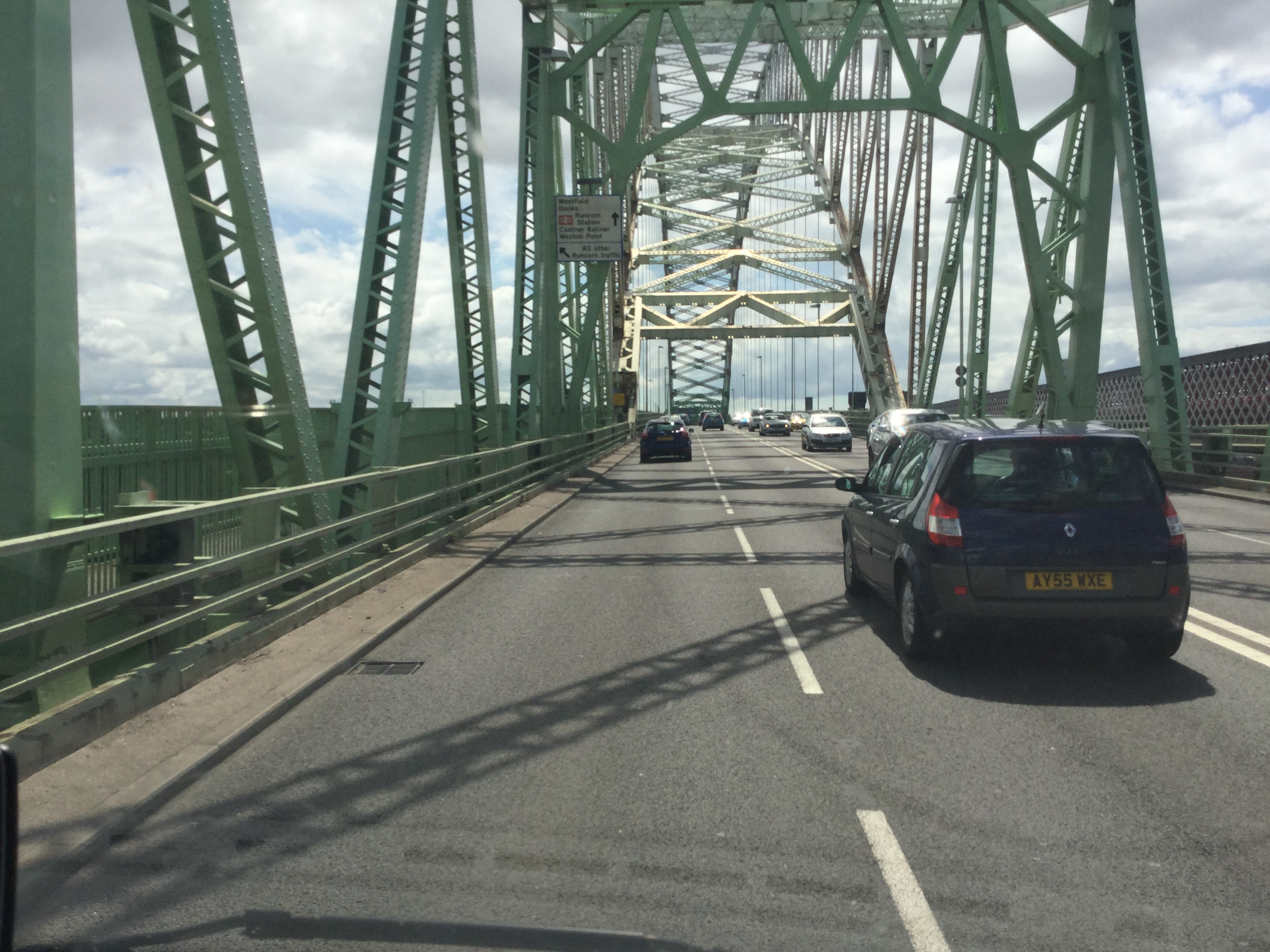 coach runcorn bridge