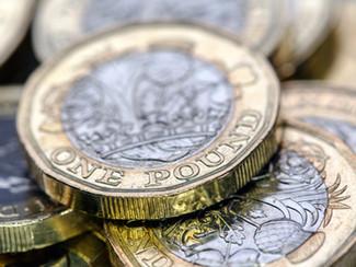 Salariul minim în Marea Britanie crește la £8.72/oră din aprilie 2020